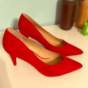 Beautiful brand new pointy toe red pumps.